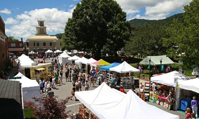 Mt Mitchell Crafts Fair 12aa_CREDIT Chanse Simpson.jpeg