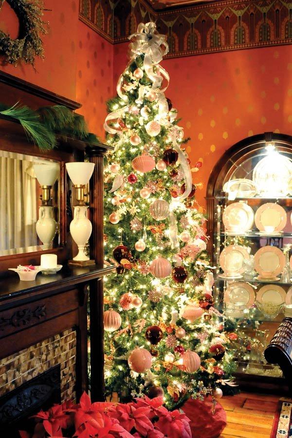 Jonesborough Celebrates With Holiday Finery