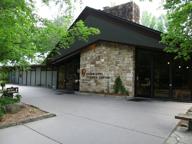 Sugarlands Visitor Center by Ken Lund.jpg