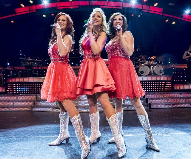 girls singing.jpg