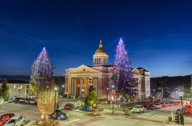 Hendersonville_ Home for the Holidays_CREDIT Derek DiLuzio.jpg