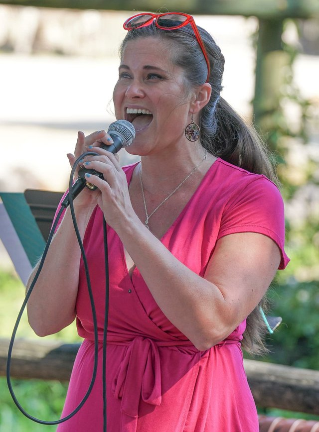 Jacquie Brecheen Singing at Zoo Knoxville.jpg