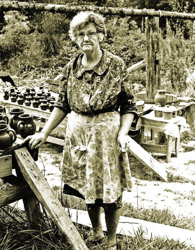 N27. Arie (Mts. Cheever) Meaders, Mossy Creek, 1968 (died 1989) - photo by John Burrison.jpg