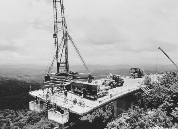 Linn Cove Viaduct under construction